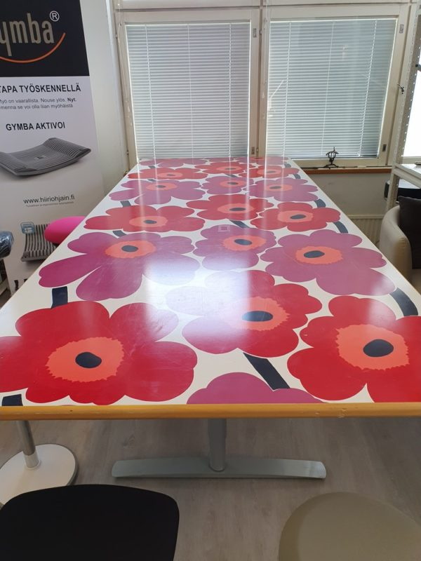 Marimekko pöytä