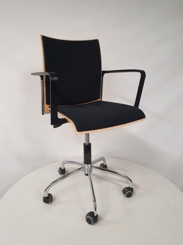 Käytetty tuoli pyörillä