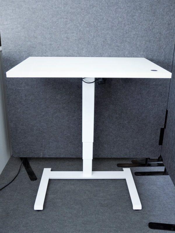 Säädettävä pöytä